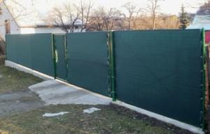 stínící plachta na plot